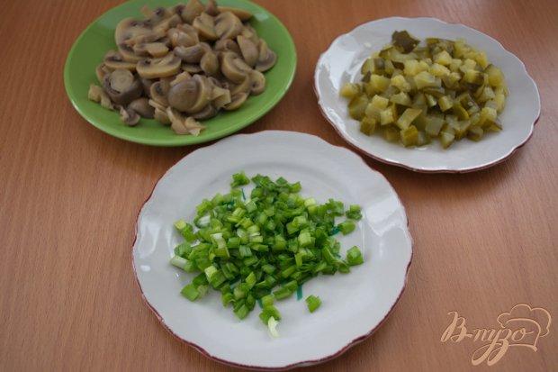 Оливье без картошки с маринованными грибами и индейкой