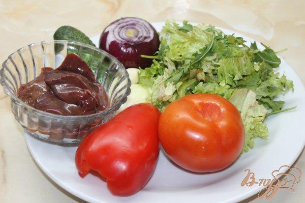 Салат из свежих овощей и куриной печени