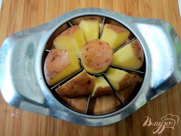 Запеченный картофель с соусом