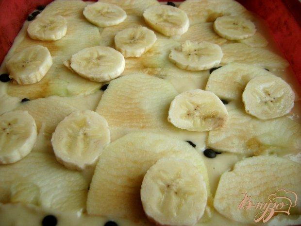 Яблочно-банановый пирог с шоколадными дропсами