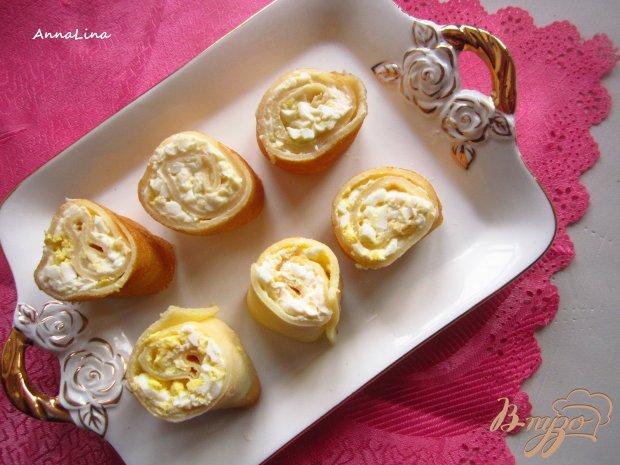 Тонкие блины с плавленым сырком и яйцом