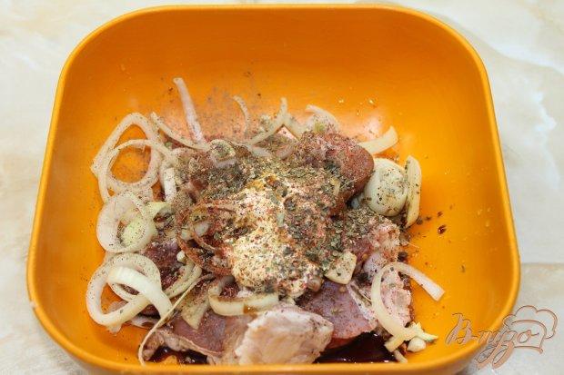 Картофель со свининой запеченный в горшочке