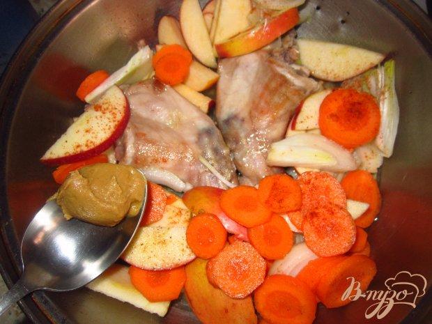 Кролик тушенный с яблоками и имбирем