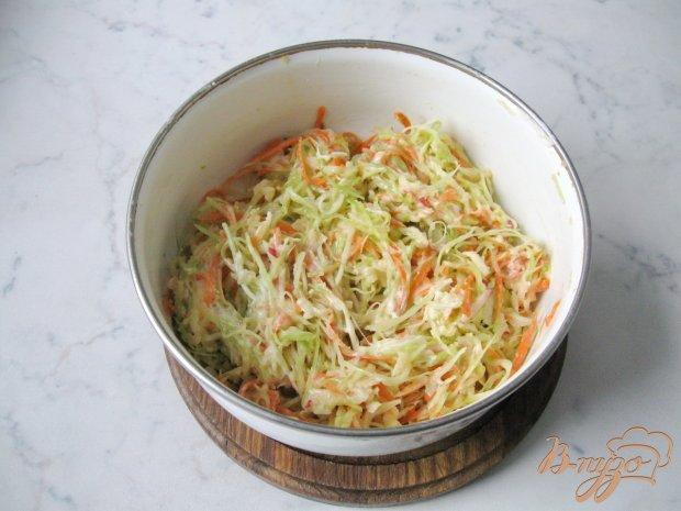 Салат из капусты с яблоком