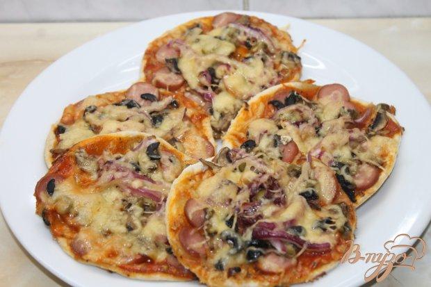 Мини пицца с сосисками и грибами