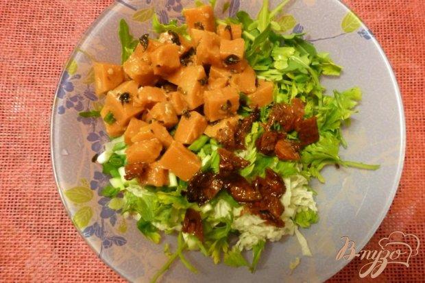 Салат из тыквы и вяленых томатов с зеленью