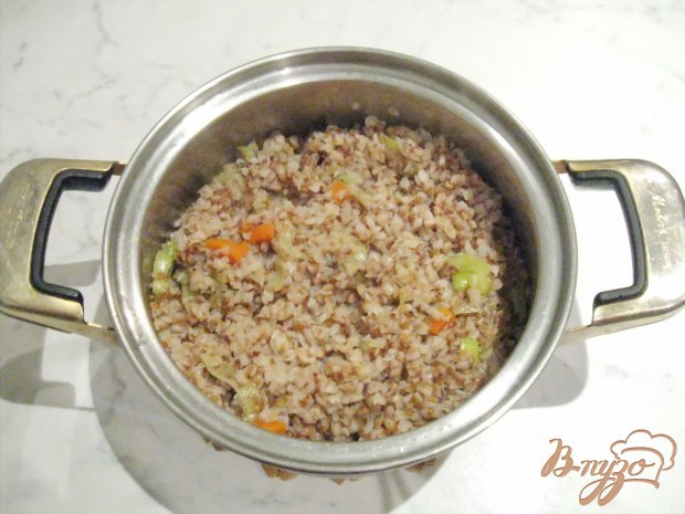 Гречневая каша с луком-пореем и морковью