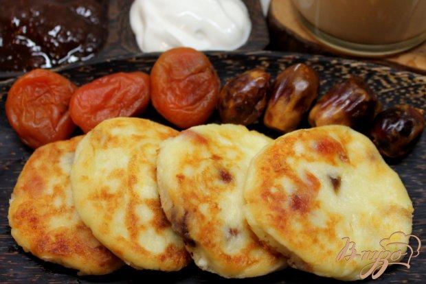 Сырники с курагой и финиками