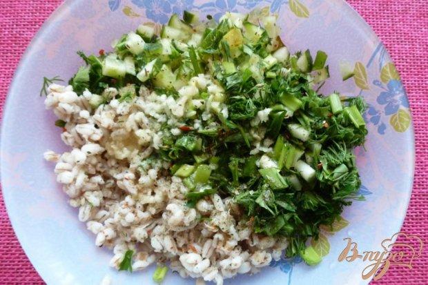 Салат с перловкой и огурцами