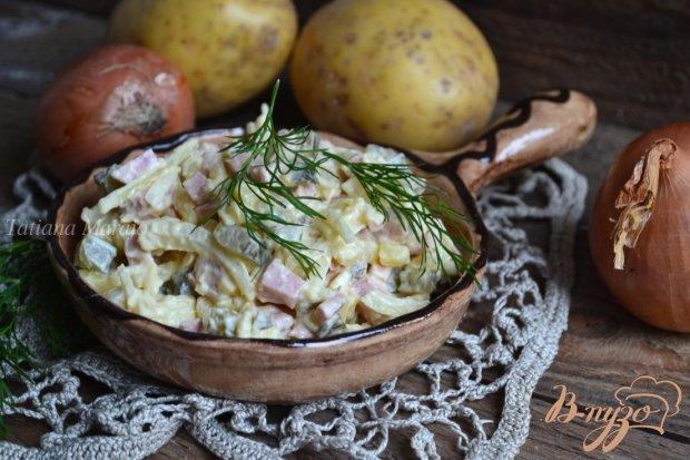 Картофельный салат с маринованным луком