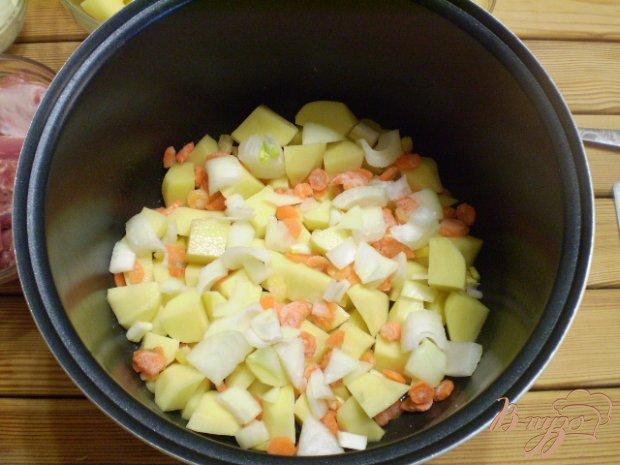 Картофель с ребрышками в мультиварке