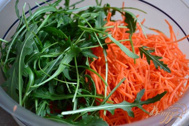 Салат из моркови, креветок и нута