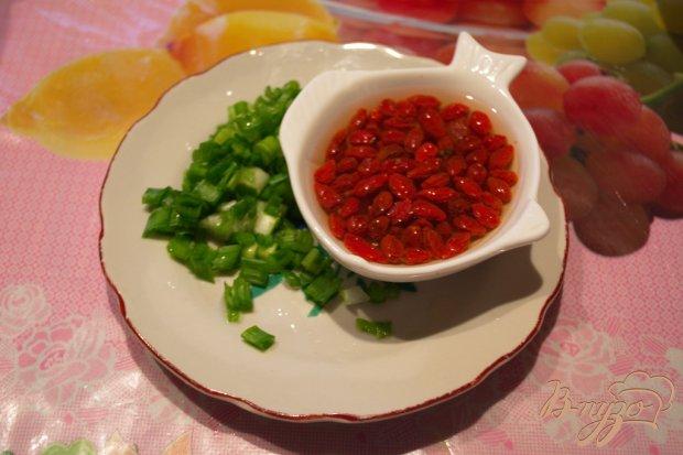Рецепт Салат с ягодами годжи