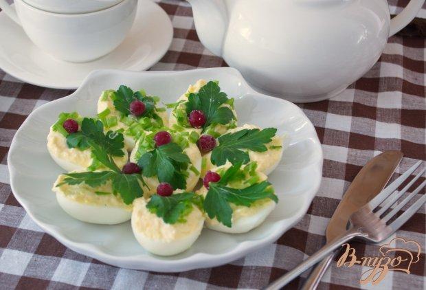 Фаршироуанные яйца с сырной начинкой