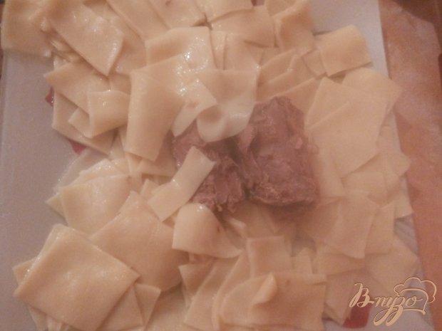 Тонкий хинкал с бараниной и томатно-чесночным соусом