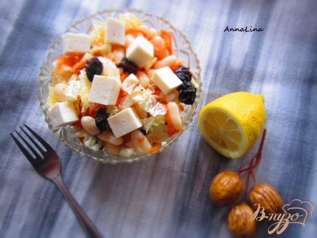 Салат с сыром фета, фасолью и черносливом
