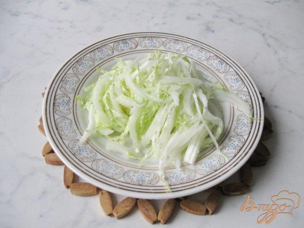 Рецепт Салат из пекинской капусты с крабовыми палочками и сухариками