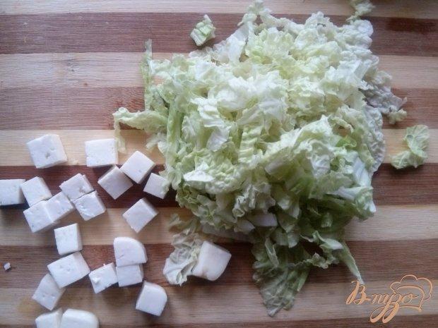 Салат с пастой, сыром фета и помидорами черри