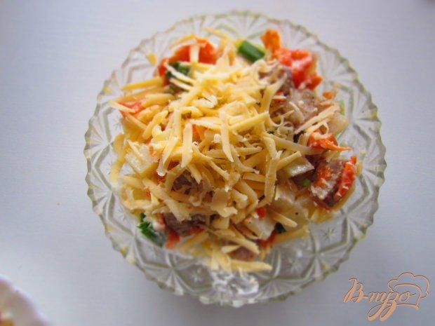 Салат со свининой, сыром и киви