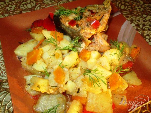 Тушеная горбуша с овощами
