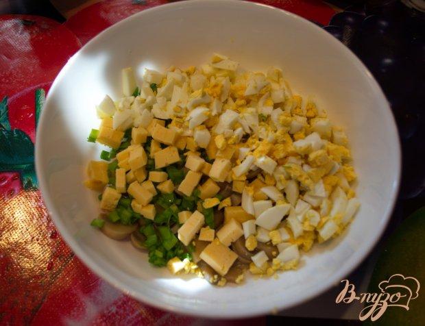 Салат  грибами и твердым сыром
