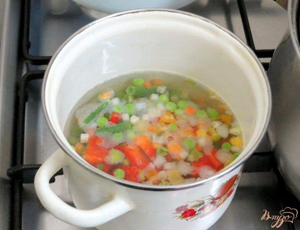 Фото приготовление рецепта: Капусняк из кислой капусты, перца и горошка шаг №6
