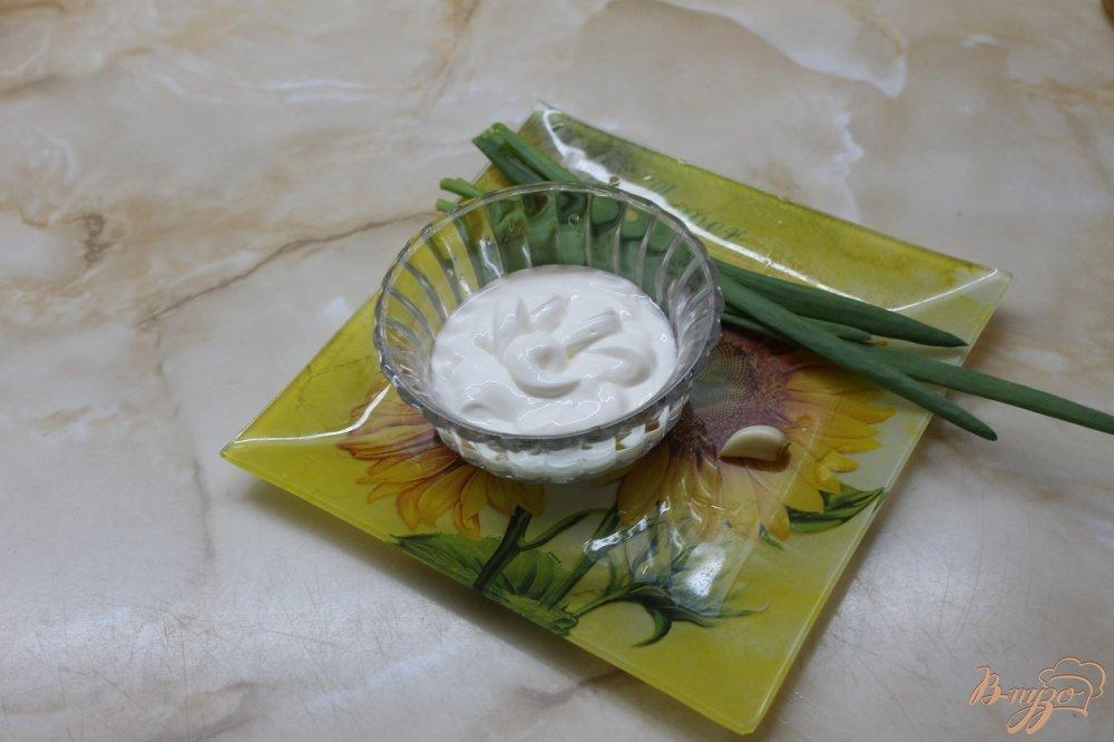 Фото приготовление рецепта: Сырные палочки со сметанным соусом шаг №6