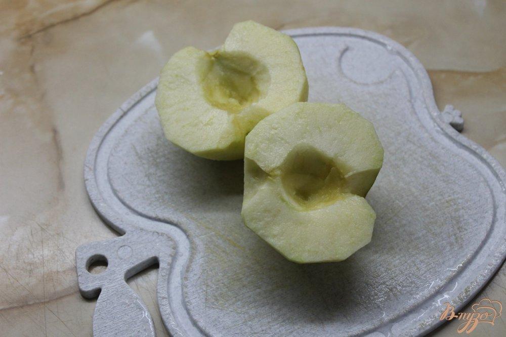 Фото приготовление рецепта: Оладьи с вареной сгущенкой и сладким яблоком шаг №2