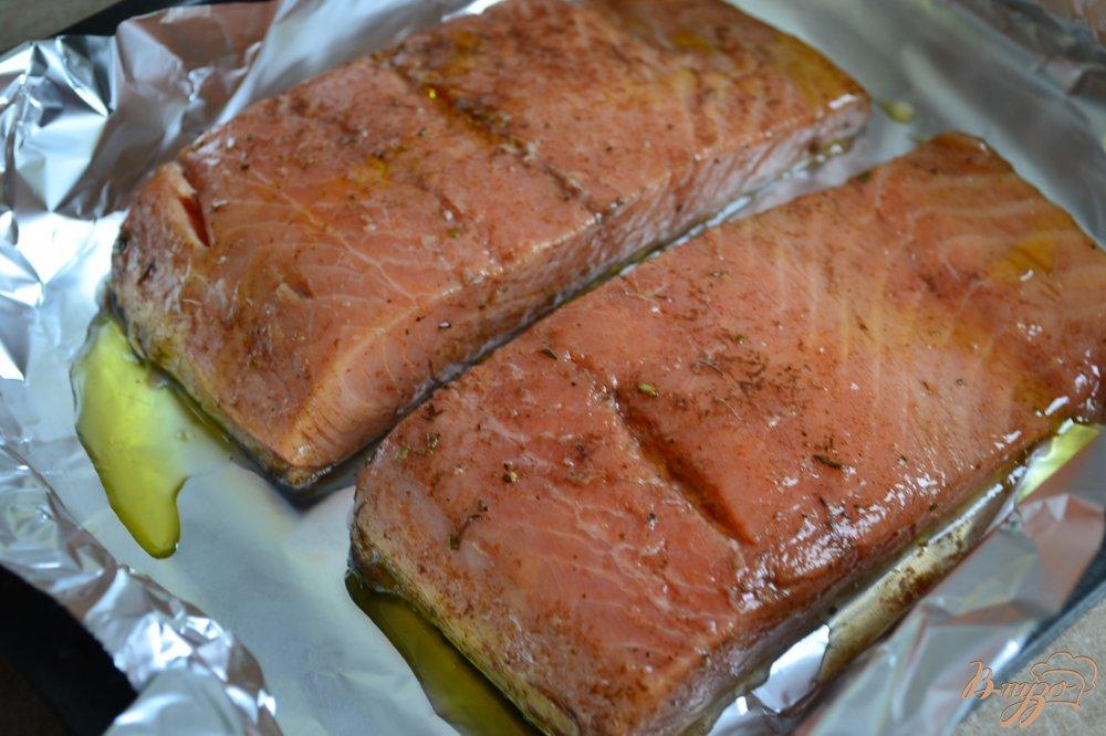 Фото приготовление рецепта: Филе лосося в винном соусе шаг №3