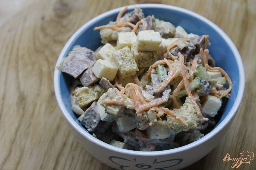 Фото приготовление рецепта: Салат с фасолью и копченым утиным окорочком шаг №6