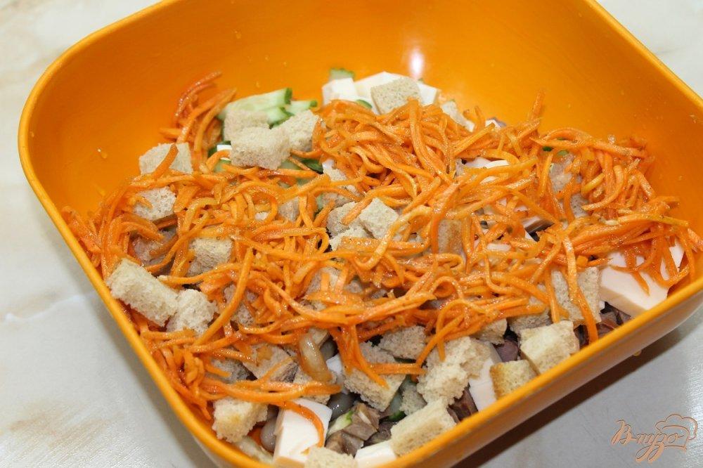 Фото приготовление рецепта: Салат с фасолью и копченым утиным окорочком шаг №4