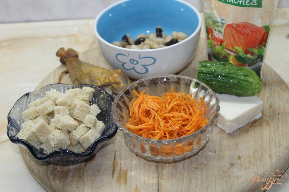 Фото приготовление рецепта: Салат с фасолью и копченым утиным окорочком шаг №1