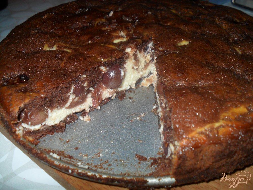 Фото приготовление рецепта: Брауни с творогом и вишней шаг №8