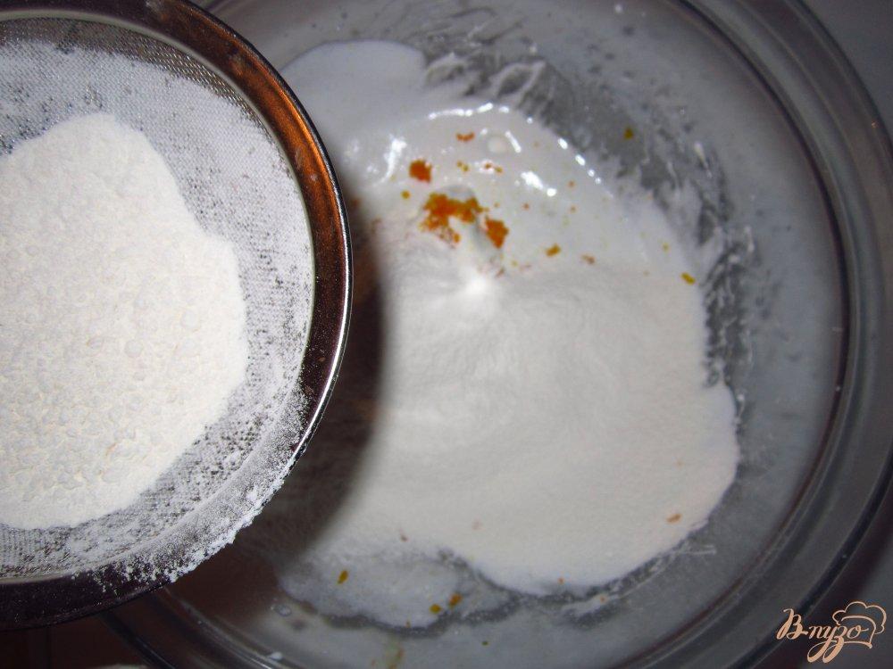 Фото приготовление рецепта: Пенье из белков с цедрой апельсина шаг №2