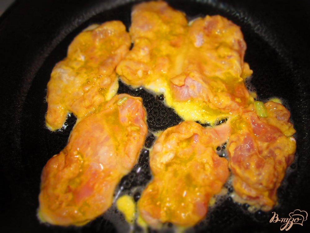 Фото приготовление рецепта: Отбивные из кролика маринованные в кефире шаг №4