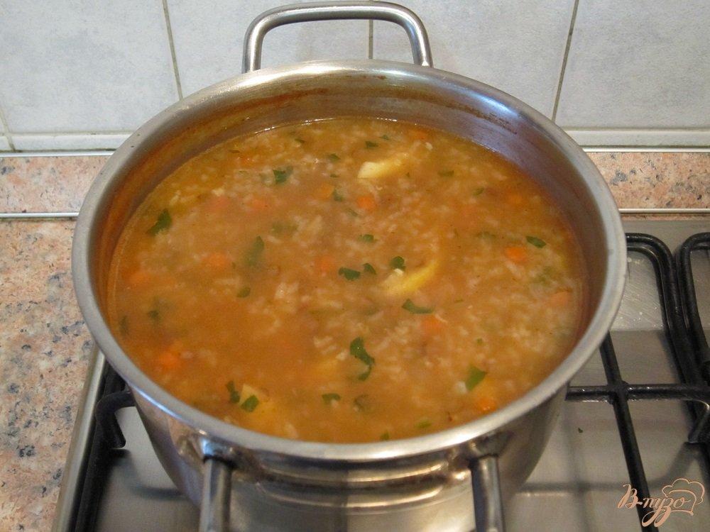 Фото приготовление рецепта: Суп с рисом и чечевицей шаг №7
