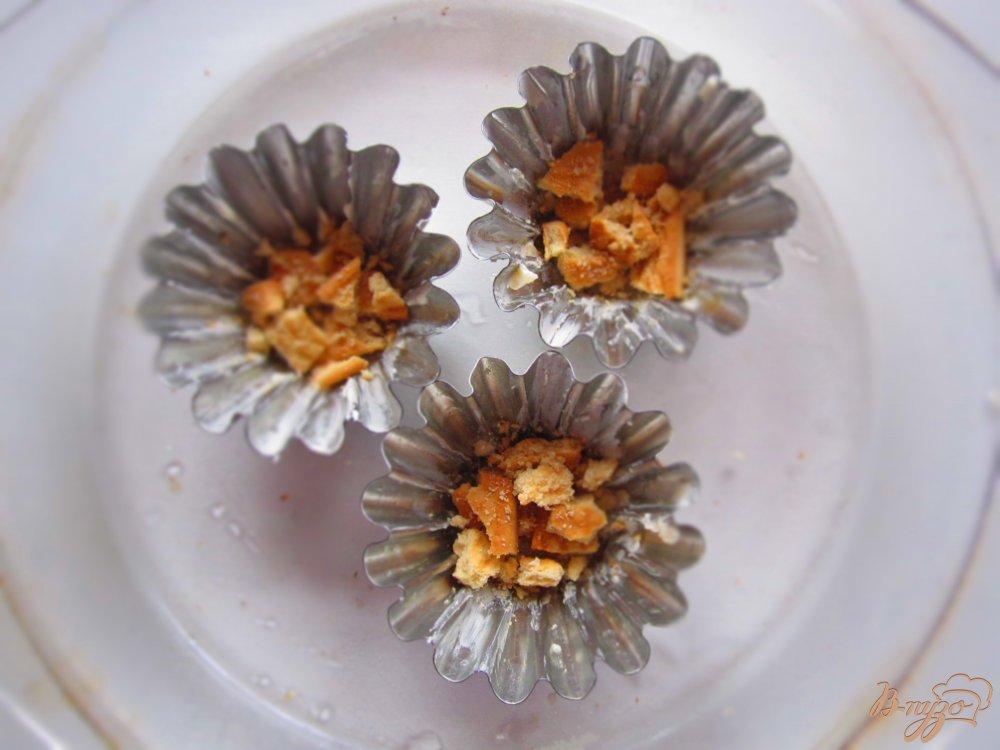 Фото приготовление рецепта: Вишневое безе с печеньем шаг №3