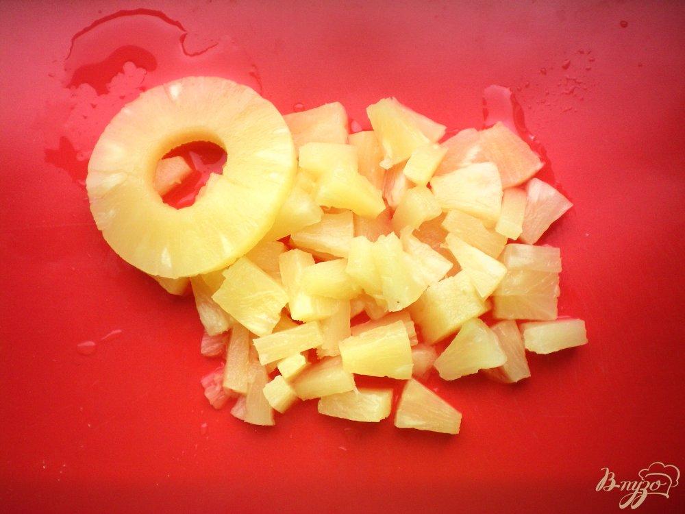 Фото приготовление рецепта: Курица с ананасами в мультиварке шаг №4