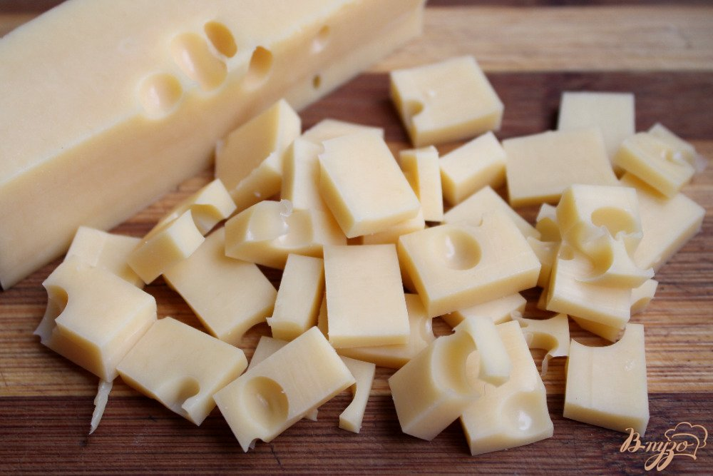 Фото приготовление рецепта: Салат со щавелем сыром и помело шаг №3