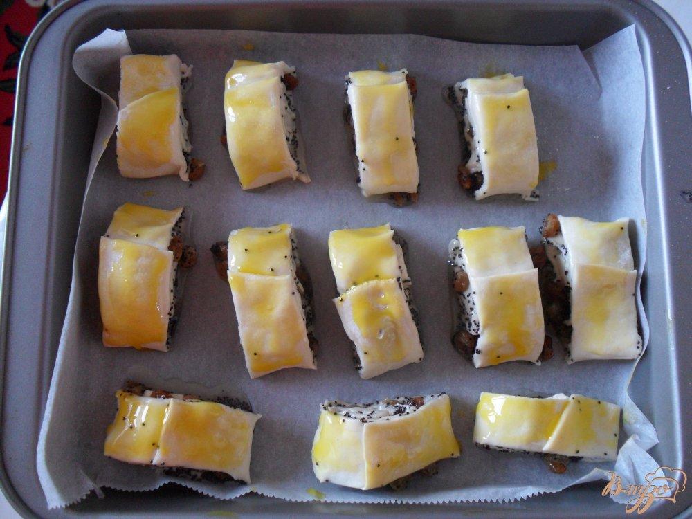 Фото приготовление рецепта: Слоенные булочки с маком шаг №7