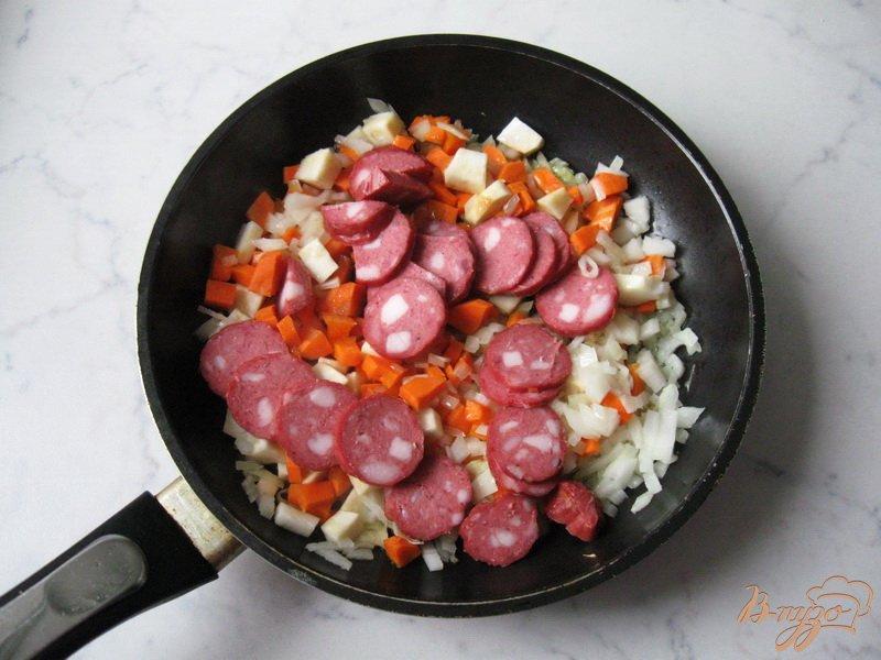 Фото приготовление рецепта: Суп с красной чечевицей и томатом шаг №3