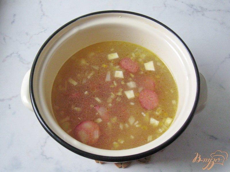 Фото приготовление рецепта: Суп с красной чечевицей и томатом шаг №4