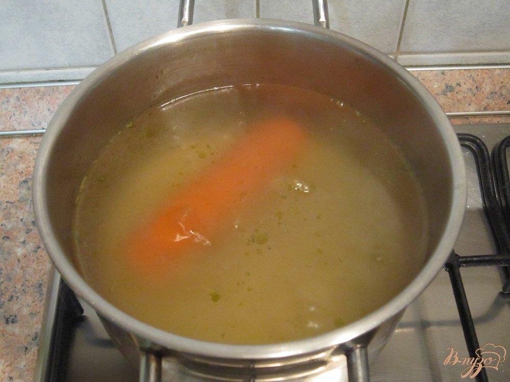 Фото приготовление рецепта: Суп-пюре с картофелем и сельдереем шаг №5