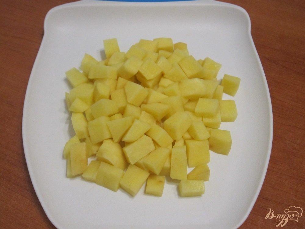 Фото приготовление рецепта: Суп-пюре с картофелем и сельдереем шаг №2