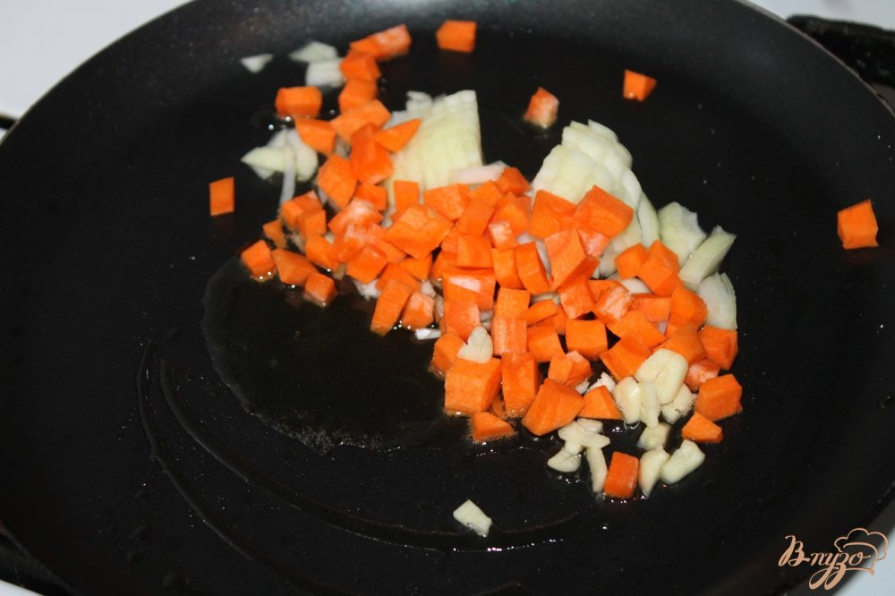 Фото приготовление рецепта: Шпинатный суп с фрикадельками шаг №4