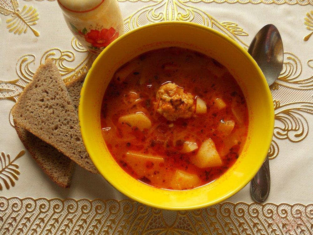 Фото приготовление рецепта: Томатный суп с фрикадельками в мультиварке шаг №7