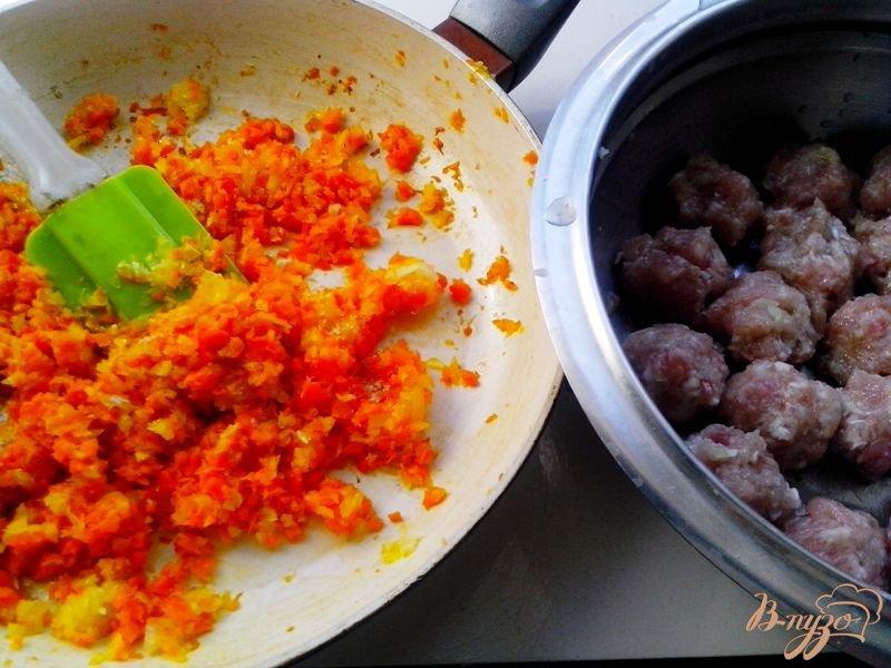 Фото приготовление рецепта: Суп с индюшиными фрикадельками в мультиварке-скороварке шаг №3
