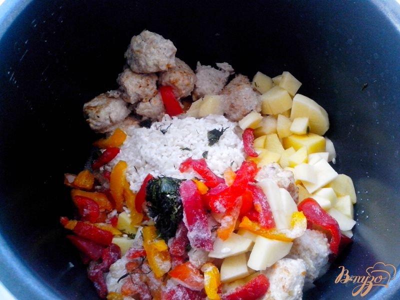 Фото приготовление рецепта: Суп с индюшиными фрикадельками в мультиварке-скороварке шаг №5