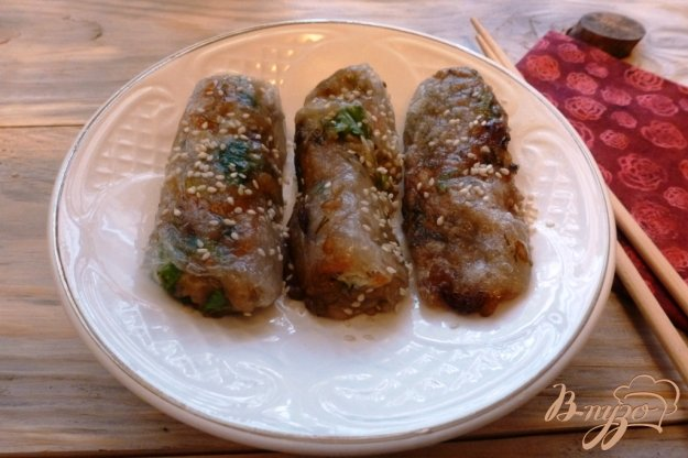 фото рецепта: Овощные спринг-роллы  и грибами и рисом