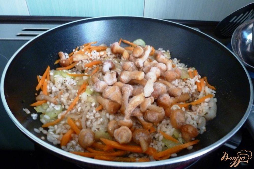 Фото приготовление рецепта: Овощные спринг-роллы  и грибами и рисом шаг №2